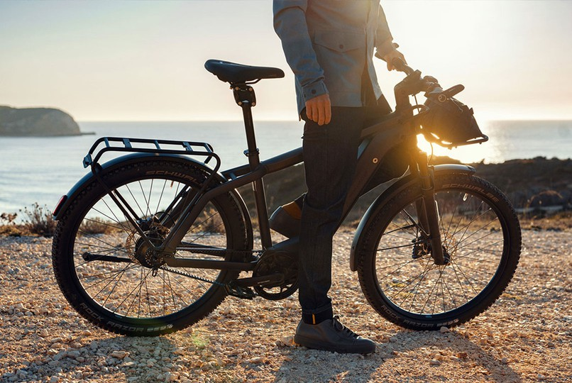 riese-and-muller-charger3-mixte-man-off-bike-at-sunset