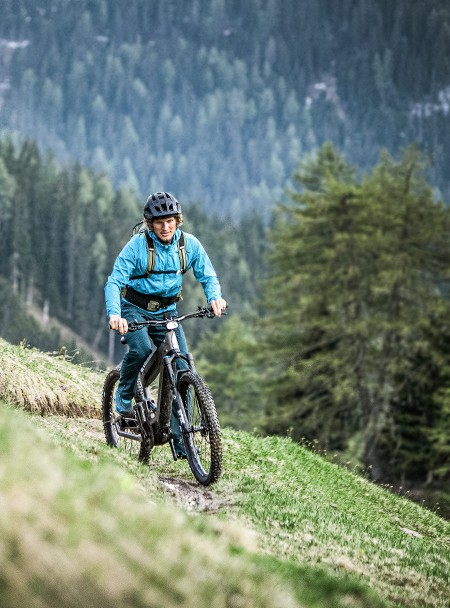 person-on-riese-muller-superdelite-mountain-ebike-in-mountains-2
