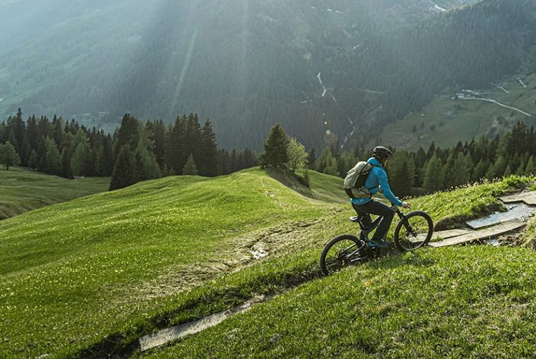 person-on-riese-muller-superdelite-mountain-ebike-in-mountains