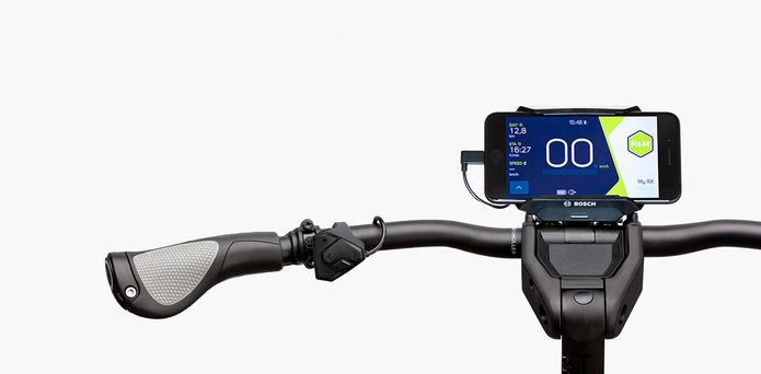 riese-and-muller-multicharger-smartphone-with-handlebars