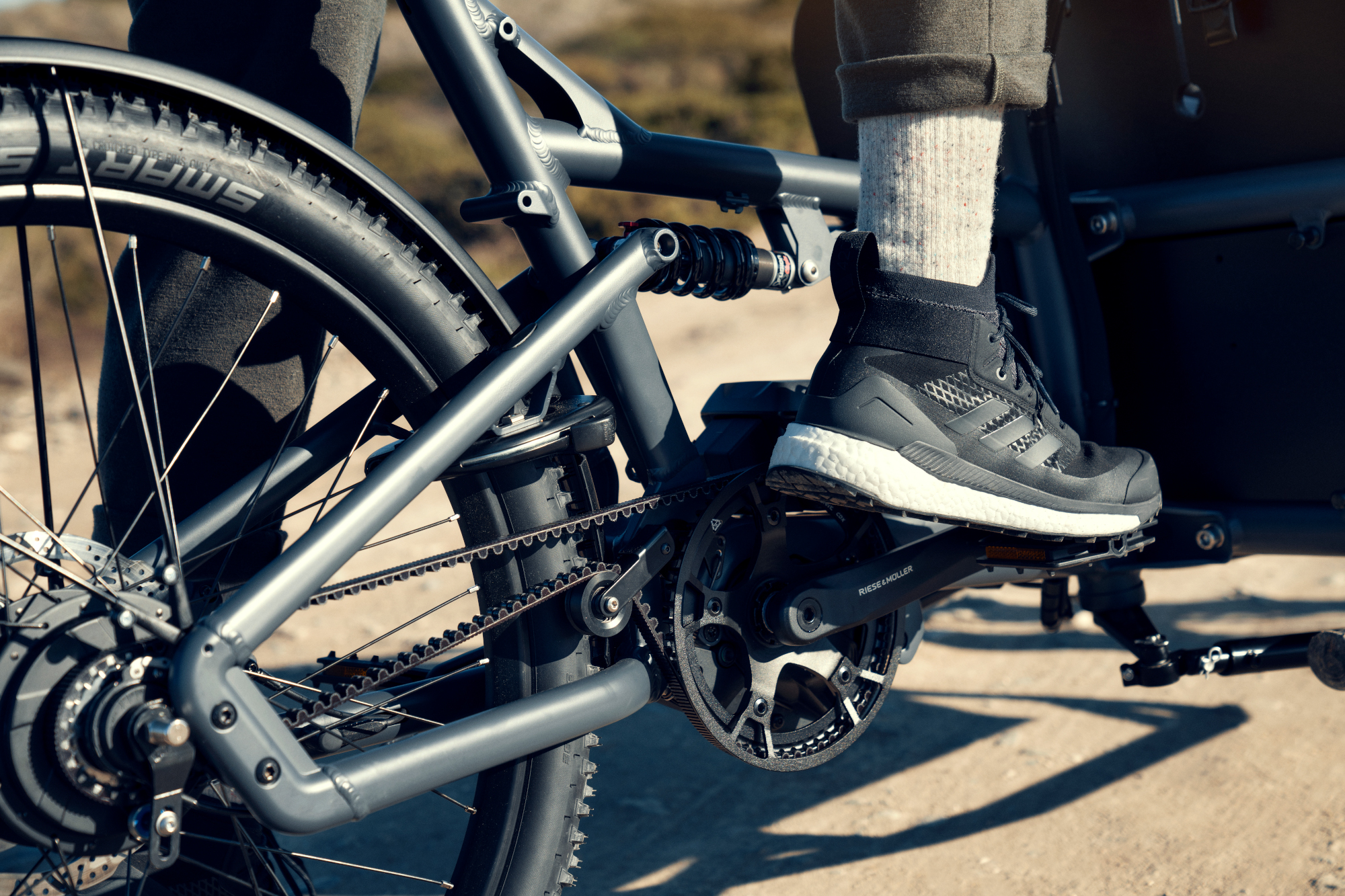 riese-muller-ebike-close-up-pedals-feet